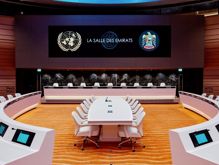 room-xvii-or-la-salle-des-emirats-at-united-nations-main-video-wall